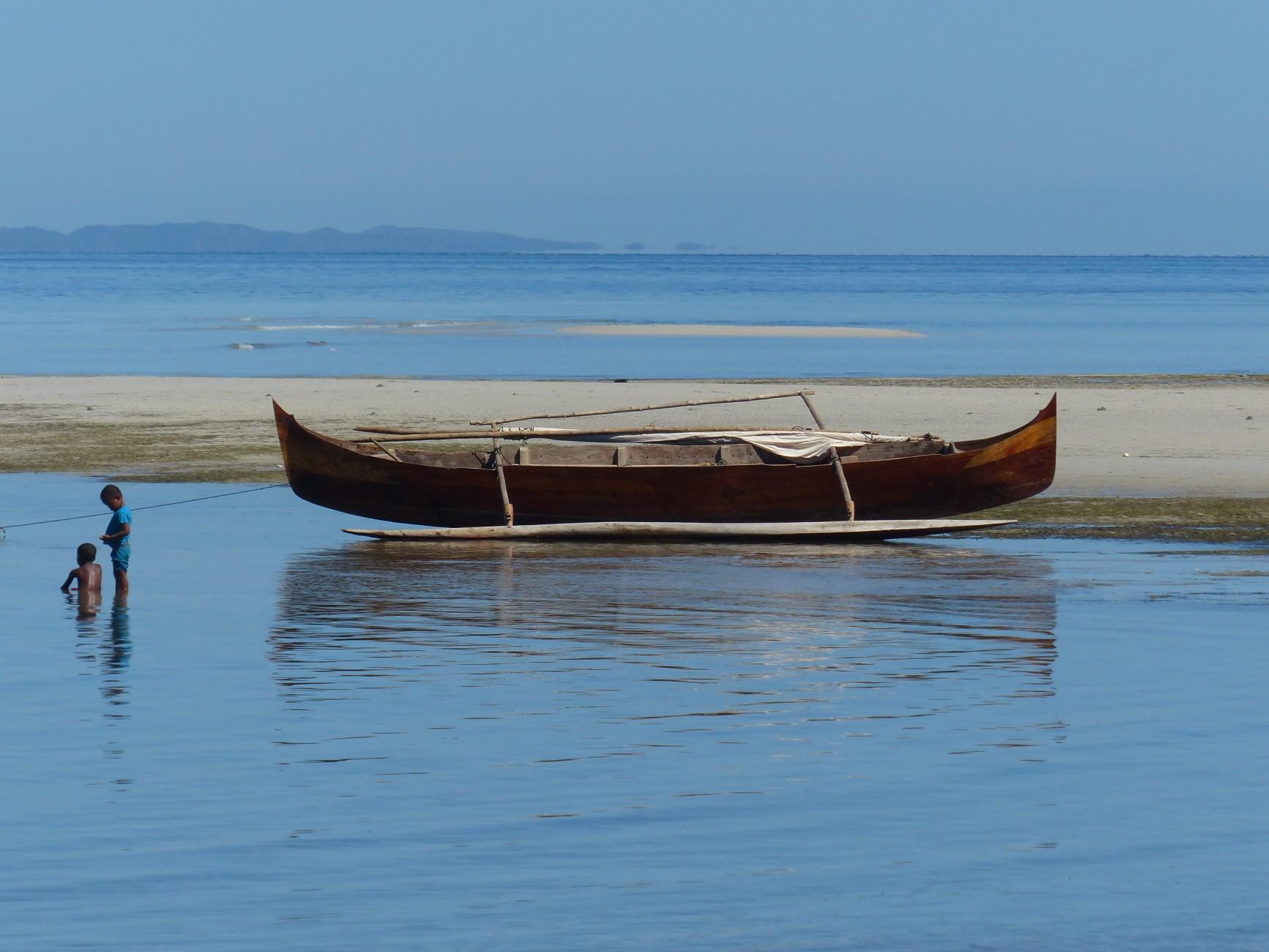 Nosy Komba est une petite île de rêve à Madagascar, plages de rêve , avec des lémuriens, sans routes, sans voitures , végétation luxuriante